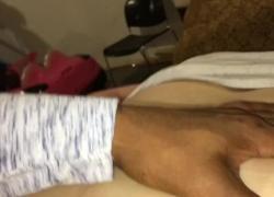 49-летняя лапа впрыскивает на мой член после того, как я трахнул ее дочь вверх по лестнице