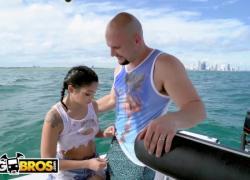 'BANGBROS Мы нашли Ванессу Скай в Атлантическом океане в поисках свободы'