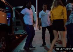 'BLACKEDRAW Все, что она хотела, чтобы ее обошли 4 черных парня'