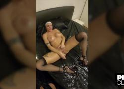 'Частный фильм Аманды Фокс с аналом и мастурбацией в костюме монахини'