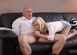 'DADDY4K Очаровательная Candee Licious занимается сексом со старым джентльменом'