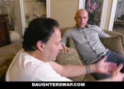 DaughterSwap Teen Hookers трахают друг друга пап