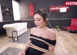 Ее ограниченная итальянская брюнетка Valentina Bianco интенсивно занимается анальным сексом с большим черным членом LETSDOEIT