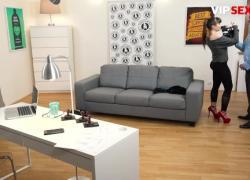 ExposedCasting Luna Rival - Возбужденная французская брюнетка заполняет ее киску большим членом на горячем прослушивании