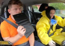 'Fake Driving School Черноволосая красотка Лекси Дона снимает маску для члена'