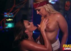 FAKEhub Originals Горячая лесбиянка из космоса, сексуальная соблазнительность
