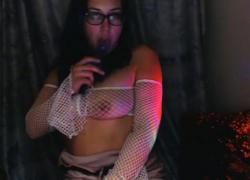 'FemDom Курящий усилитель соблазняет FawnaFuller, демонстрируя анальный банкомат Curvy Petite'