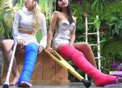 Fetisch Concept com 2 девушки с длинной литой ножкой посещают цветочный магазин 2