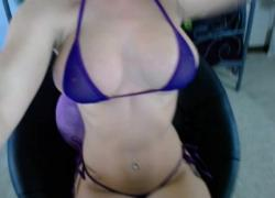 'Fit Body Blonde Aubree Big Tit Tease в синем бикини'