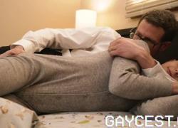 'GAYCEST Boy играет сумасшедший усилитель, трахнутый безбашенным членом отца'