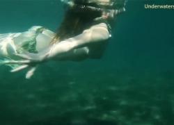Горячие красотки в море одинокие голые