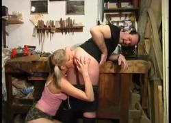 Грудастая дочка трахается с отчимом на работе