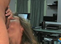 Грудастая мамочка Brandi Love глубоко заглатывает и трахается в офисе