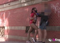 Грязный косплеер обожает публичный уличный секс