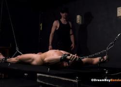 Hot Straight Muscle Stud Растягиваемый усилитель с молоком от Kinky BDSM Master