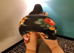 Хрупкая страсть к большой добыче, соблазнительная в отеле, в сексуальном платье