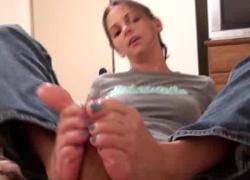 'Kinky Foot Girl Синие пальцы на ногах'