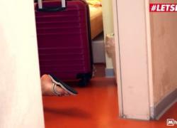 'Kinky Hostel Tiffany Tatum Кудрявая венгерская детка жестко оттрахана в номере отеля большим членом'