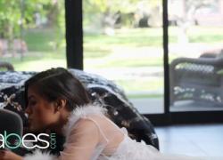 'Крошки Симпатичная брюнетка Кендра Спейд проанализировала и получила кримпай от ее дворецкого с огромным членом'
