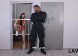 Ласси Law4k должна подавиться большим членом и раздвинуть ноги для полицейского