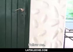 LatinLeche Cute Boy получает в задницу три парня