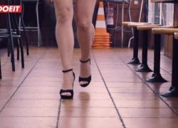 LETSDOEIT колумбийский PornStar трахает парень в общественном ресторане