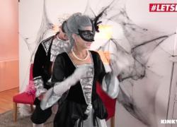 'LETSDOEIT Секс-сюрприз на Хэллоуин для супер-горячей падчерицы-молодых'