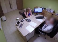 LOAN4K Молодую наивную цыпочку трахают на столе в кредитном офисе
