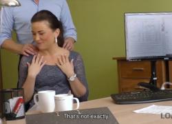 'LOAN4K Сексуальная девчонка делает минет и трахается в кредитном офисе'