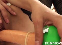 Любящий сперму член сосет в любительском видео