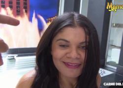 'MamacitaZ колумбийская миниатюрная красотка подобрана, чтобы покататься на члене'