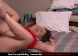'Межрасовый домашний анальный секс втроем MMF с пьяной шлюхой'