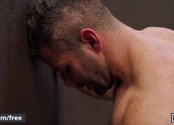 Mencom Джексон Купер ест и трахает сырую задницу Мэйсона Макса в бассейне