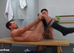 Mencom Lukas Daken получает свою задницу без седла от Hunk Dude Pierce Paris