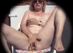 Моя мама мастурбирует на нашем балконе