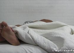 'Мужские толстые ноги, которым поклоняется полированная шпилька'
