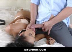 'MYLFDOM Sexy Tan MILF доминирует и жестко трахается'