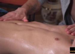 'намасленный массаж киски'