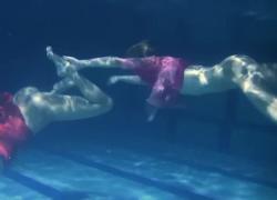 Наталья и Лилия в бассейне эротика