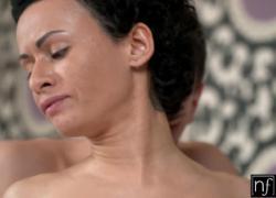 NF грудастая разбудить ее мужчина, чтобы размолоть его член S9 E8