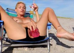 'Обнаженный пляжный стул'