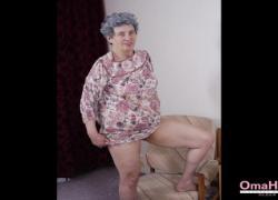 'OmaHoteL Sextoys и фотографии бабушки'