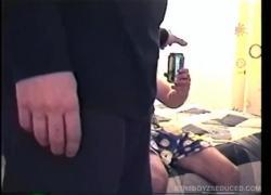 'Отсасывает натуральный парень-бандит в любительском видео'