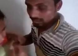 'Пакистанский парень и девушка целуются и занимаются сексом на лестнице'