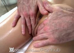 'Passion HD: грудастую крошку трахнул пальцами и трахнул терапевт'