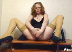 Похотливая мачеха не может насытиться своей секс-игрушкой во влагалище