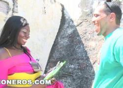 """PORNDITOS Ebony Latina """"Карина"""" делает минет в популярном туристическом месте"""