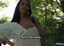 Публичный агент Хлоя Ламур получает большие сиськи за деньги