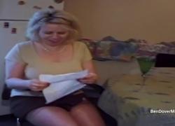 Пухлая круглолицая блондинка трахается в своей квартире