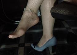 Сексуальные ножки болтаться шоплай фетиш футфетиш